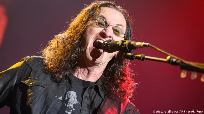 Kanadische Sänger – Geddy Lee (picture alliance/AP Photo/R. Fury)