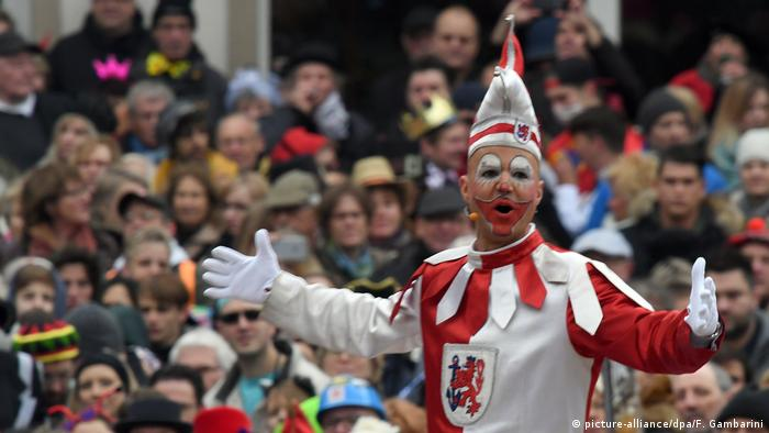 Deutschland Karneval in Düsseldorf (picture-alliance/dpa/F. Gambarini)