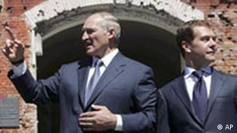 Президенты Беларуси и России Александр Лукашенко и Дмитрий Медведев