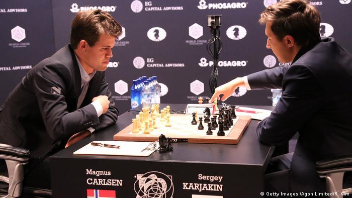 USA New York Schachweltmeisterschaft Partie 1 Remis 2016 World Chess Championship - November 11 (Getty Images /Agon Limited/R. Kim)
