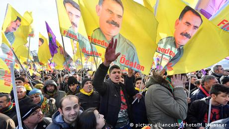 Pro-Kurdish demonstrators protest against Turkish president Recep Tayyip Erdogan in Cologne (picture-alliance/AP Photo/M. Meissner)