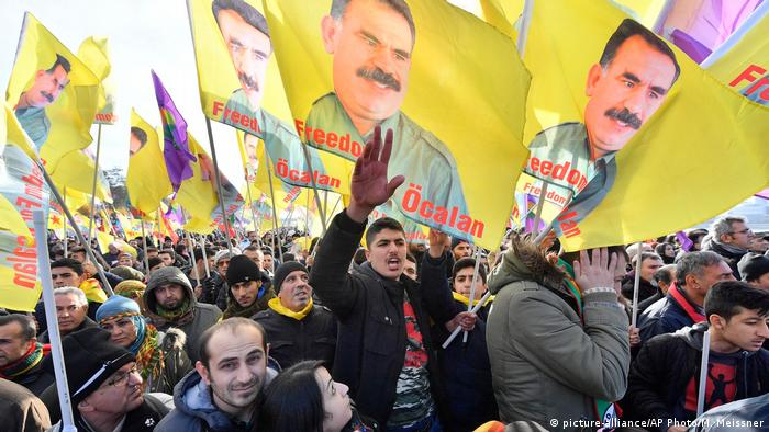 Pro-Kurdish demonstrators protest against Turkish president Recep Tayyip Erdogan in Cologne (picture-alliance/AP Photo/M. Meissner)
