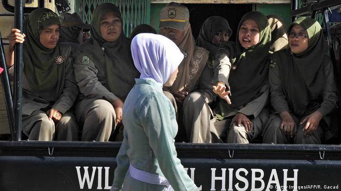 Indonesien - Scharia Polizei (Getty Images/AFP/R. Gacad)
