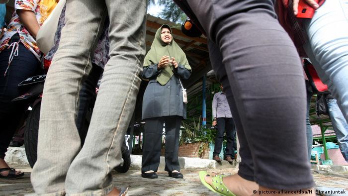 Indonesien - Scharia Polizei (picture-alliance/dpa/H. Simanjuntak)