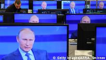 Moscow shop displayes TV screens showing a broadcast of Vladimir Putin (Getty Images/AFP/A. Smirnov)