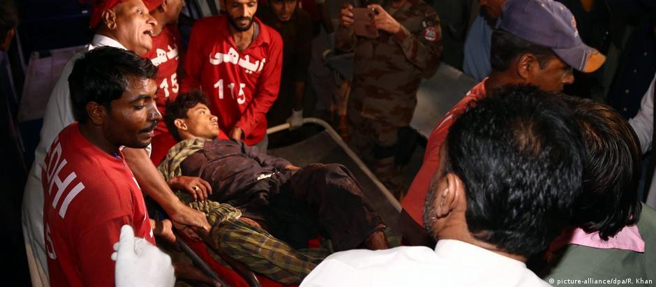 Ataque dos talibãs contra templo sufista deixou ao menos 35 mortos