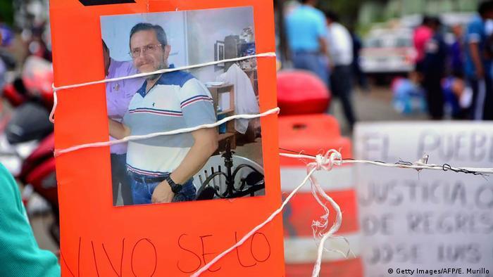 Protestas por la desaparición del sacerdote José Luis Sánchez en la comunidad de Catemaco en Veracruz, en 2016.