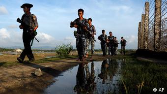 Myanmar Armee an der Grenze zu Bangladesch