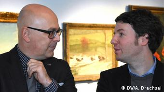 Schleswig-Holstein's Premiere Torsten Albig and the director of the Grass House Jörg-Philipp-Thomsa (DW/A. Drechsel)
