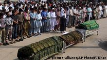 13.11.2016 +++ People offer funeral prayers for the victims of bomb blast at a shrine, in Karachi, Pakistan, Sunday, Nov. 13, 2016. Pakistani officials say initial investigation suggests a young suicide bomber has killed more than 50 people and wounded over 100 in Sufi saint's shrine in southwest Pakistan. (AP Photo/Fareed Khan)