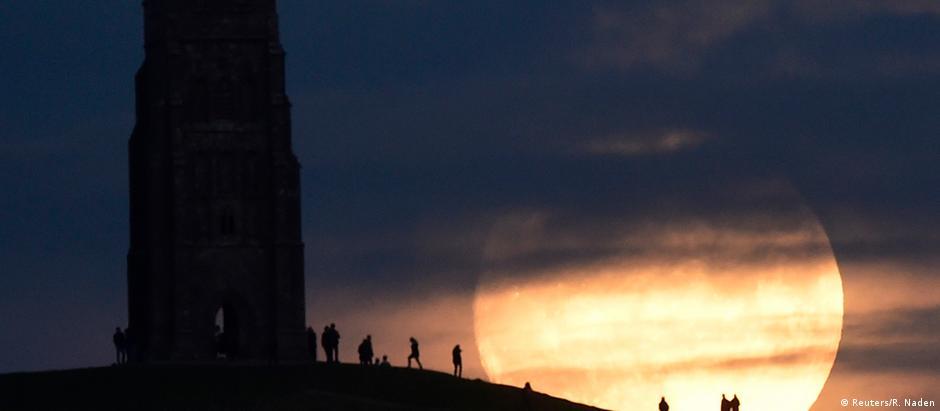 Astrônomo sugere que fenômeno seja fotografado ao lado de um marco terrestre