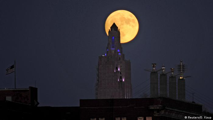 USA Supermond (Reuters/D. Kaup)
