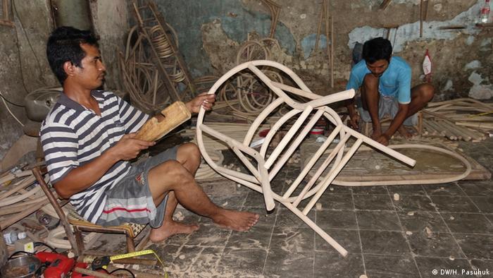 Indonesien | Rattan-Manufaktur in Cirebon (DW/H. Pasuhuk)