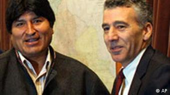 Mit freundlichen Minen - Morales und Philip Goldberg im September 2007 (22.09.08, AP)