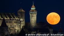 Deutschland BdT Mondaufgang in Nürnberg