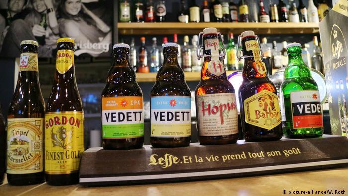 Belgisches Bier im Tragepack (picture-alliance/W. Roth)