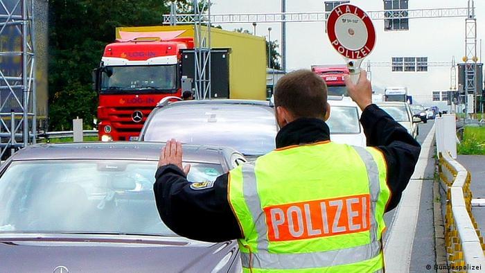 Полицейский на границе Германии