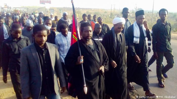 Eine Gruppe pilgernder Schiiten in Nigeria.
