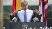 19.06.2013 US President Barack Obama speeks to invited guests in front of Brandenburg Gate at Pariser Platz in Berlin, Germany, 19 June 2013. Photo: Kay Niefeld/dpa +++(c) dpa - Bildfunk+++  