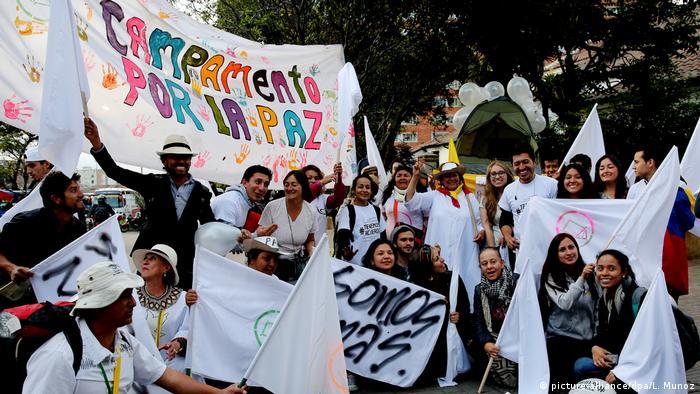 El empresariado colombiano expresó hoy su respaldo al nuevo acuerdo de paz sellado entre el Gobierno y las FARC en Cuba, del que dijeron representa un mejoramiento sustantivo frente al anterior. 21.11.2016
