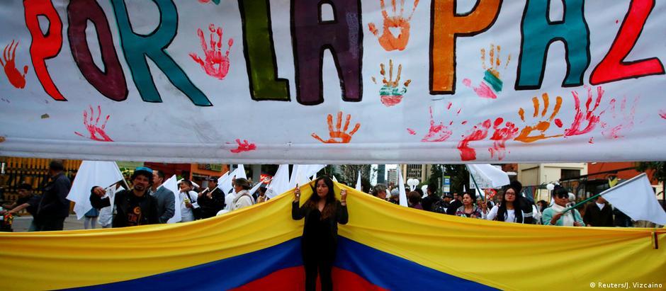 Manifestação em Bogotá a favor do acordo de paz com as Farc, em meados de novembro