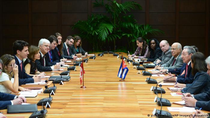 Kuba Justin Trudeau trifft Raul Castro (picture-alliance/AP Images/S. Kilpatrick)