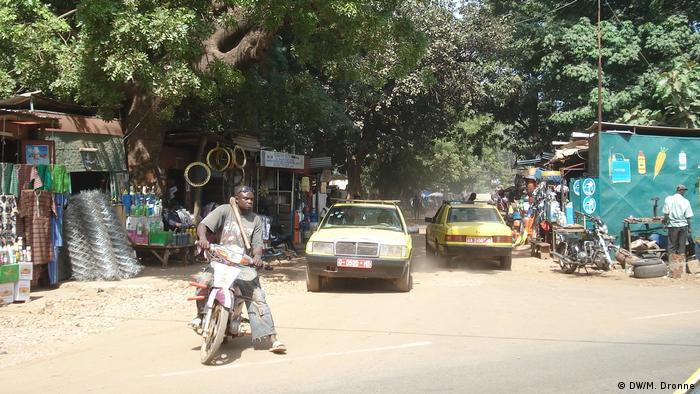 Scènes de rues dans un quartier du centre de Bamako au Mali