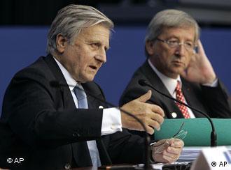 Ο πρόεδρος της ΕΚΤ Ζ.Κ. Τρισέ και ο επικεφαλής του Eurogroup Ζ.Κ. Γιούνκερ