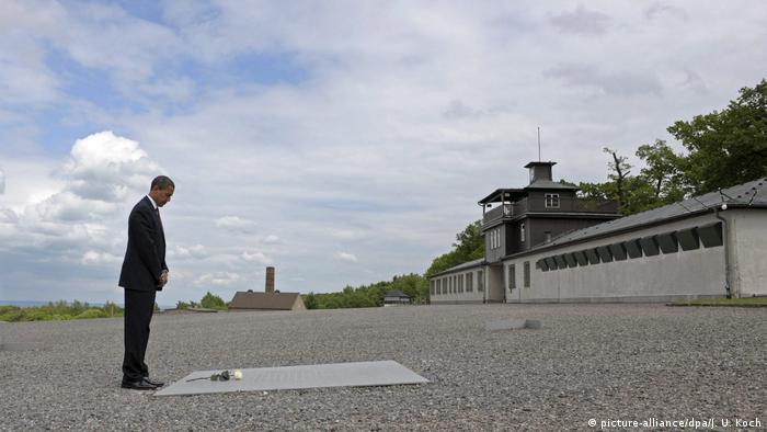 Обама відвідав концентраційний табір Бухенвальд та поклав до меморіальної дошки білу троянду.