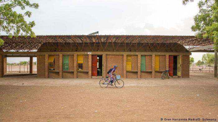 Francis Kéré's school in Gando, Burkina Faso (Gran Horizonte Media/D. Schwartz)
