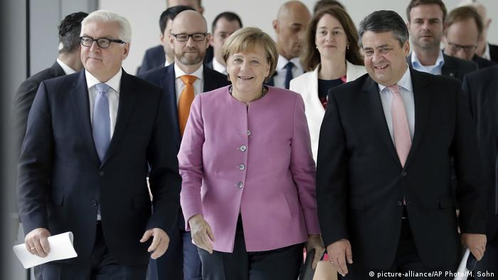 Deutschland Steinmeier Merkel Gabriel (picture-alliance/AP Photo/M. Sohn)
