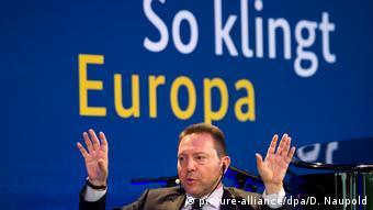 Το ελληνικό χρέος παραμένει βιώσιμο, διαβεβαιώνει ο κεντρικός τραπεζίτης