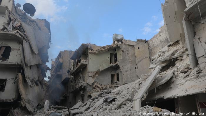 Syrien Krieg - Luftangriffe in Aleppo (picture-alliance/Anadolu Agency/I. Ebu Leys)