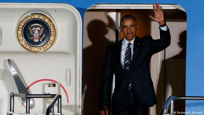 Deutschland Berlin Tegel Air Force One mit U.S Präsident Barack Obama (Reuters/F. Bensch)