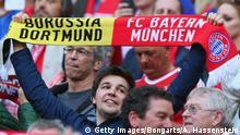 Deutschland Bayern Muüchen vs Borussia Dortmund Fan mit Schal