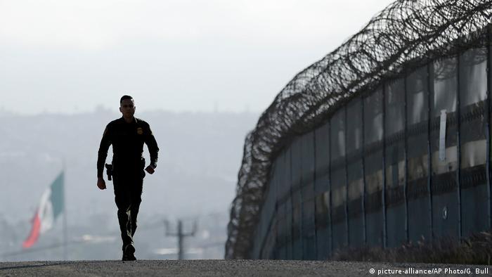Правоохоронець патрулює на кордоні США з Мексикою (Фото: AP)