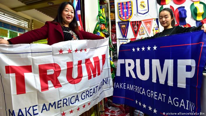 China Jinhua Trump Banner (picture-alliance/dpa/Lv Bin)