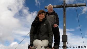 Στιγμιότυπο από παλαιότερες διακοπές του σημερινού προέδρου Φρανκ Βάλτερ Στάινμαιερ με τη σύζυγό του στις Δολομιτικές Άλπεις