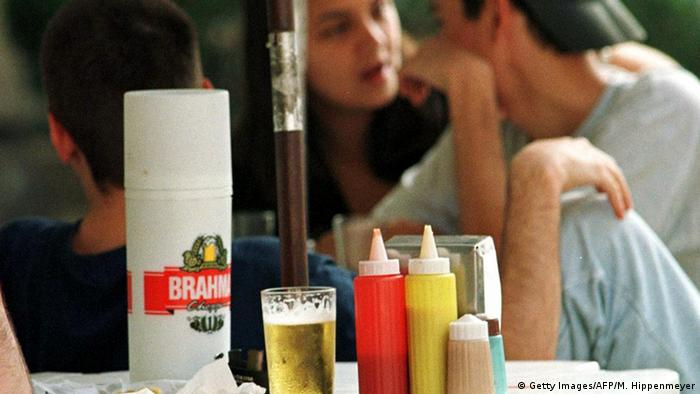 Brasilien Bier Konsum (Getty Images/AFP/M. Hippenmeyer)