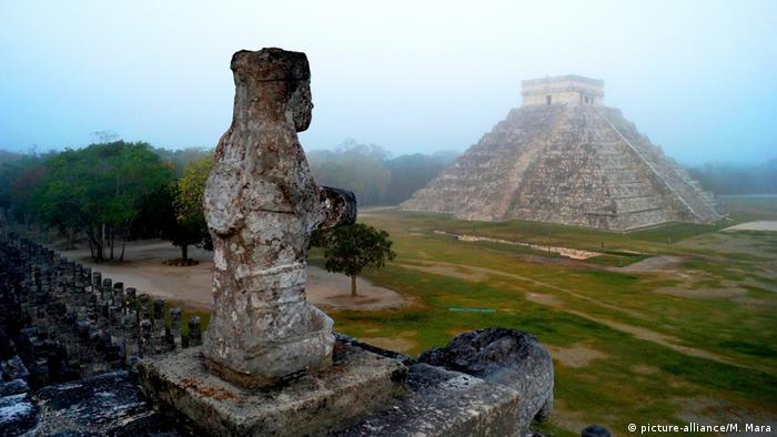 Mexiko Yucatan Kukulkan Pyramide in Chichen Itza (picture-alliance/M. Mara)
