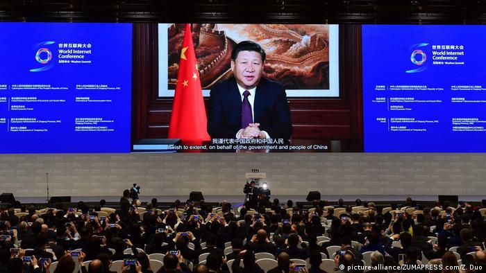China Wuzhen Chinesischer Präsident Rede bei der 3. World Internet Conference (picture-alliance/ZUMAPRESS.com/Z. Duo)