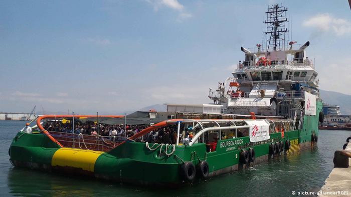Italien MSF Schiff Bourbon Argos mit Flüchtlingen bei Palermo