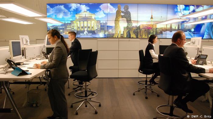 """En esta """"filial del futuro"""" se refleja el estilo local de la capital alemana. Para los recién llegados hay talleres ayudarán a entender mejor a Berlín."""