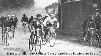 200 Jahre Fahrrad Tour de Fance 1903 (picture-alliance/AP Photo/Conservatoire du Patrimoine Sportif)
