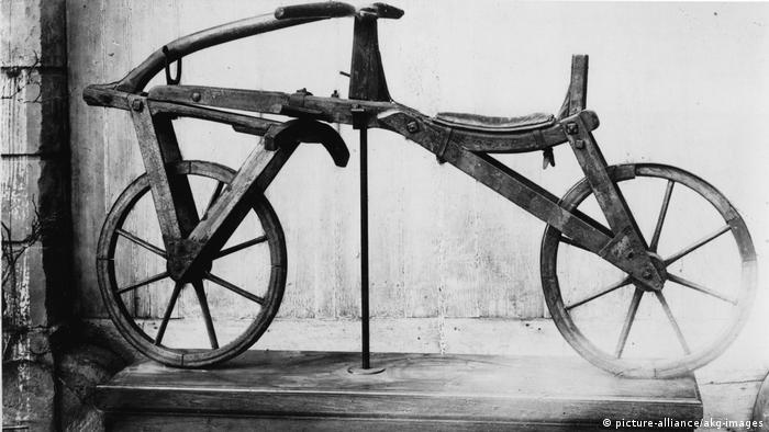 200 Jahre Fahrrad Karl Drais Laufrad (picture-alliance/akg-images)
