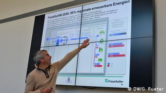 Paul Fay explica proposta da cidade para abolir combustíveis fósseis