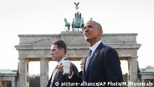 Deutschland Barack Obama am Brandenburger Tor (picture-alliance/AP Photo/M. Monsivais)