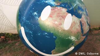 Globe with a smiley face outside the delegate's center at COP22 (DW/L. Osborne)