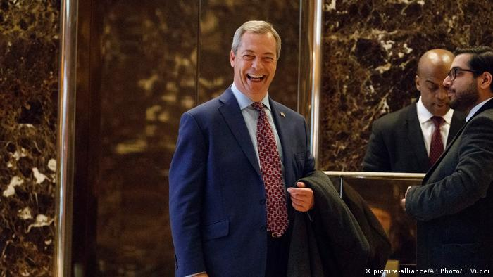 USA UKIP-Anführer Nigel Farage kommt in dem Trump Tower an (picture-alliance/AP Photo/E. Vucci)