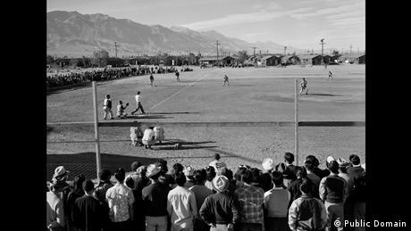 Zweiter Weltkrieg Internierung japanischstämmiger Amerikaner Baseball (Public Domain)